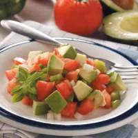 Салат из помидоров с авокадо и сыром