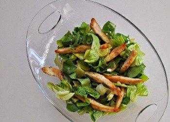 Добавляем в салат курицу
