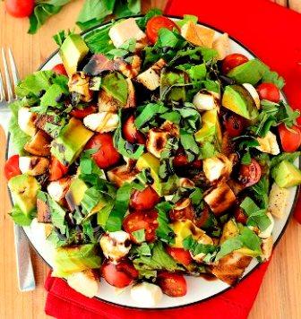 """Легкий салат """"Каприз"""" готов"""