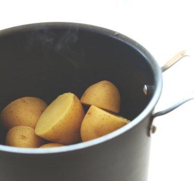 Картофель сварить до готовности