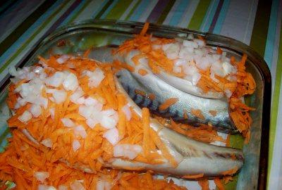 Фаршируем скумбрию морковью