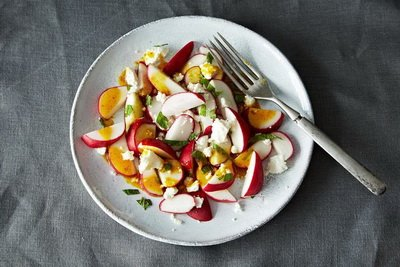 Простой весенний салат с редикой