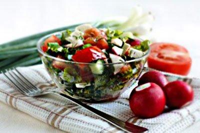 Салат из редиски с огурцом и помидором