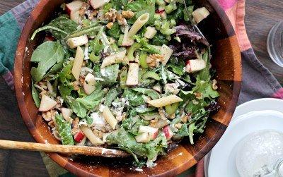 Салат из сельдерея, яблока и пасты