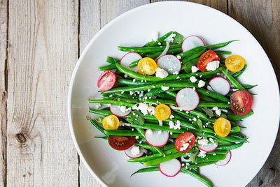 Летний салат с фасолью и редисом - рецепт