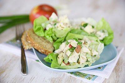 Салат с курицей и яблоком - диетический рецепт готов