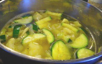 Варим овощи около 15 минут до готовности