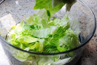 Выложить салат Айсберг