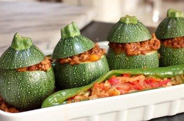 Фаришрованные цукини с овощами
