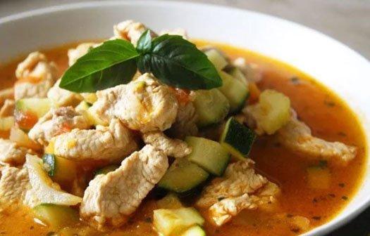 Овощное рагу с кабачками и индейкой