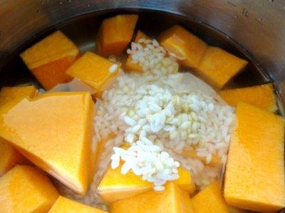 Отвариваем тыкву с рисом