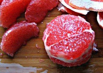 Нарезаем грейпфрут