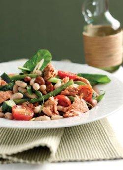 Салат из консервированной фасоли и тунца