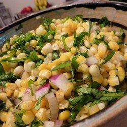 Салат с кукурузой и базиликом - постный рецепт