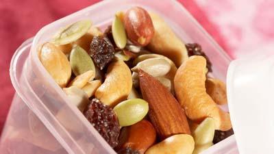 Орехи и сухофрукты в поездку