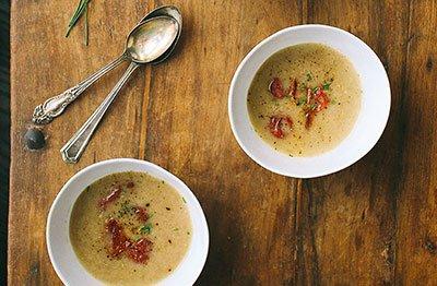Суп-пюре из консервированной фасоли готов