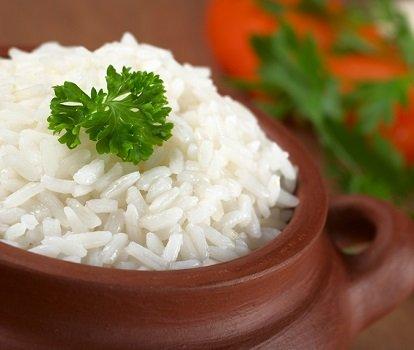 Отварной рис в гляном горшочке