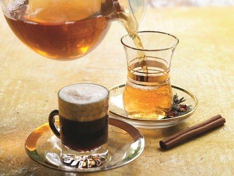 Чашка кофе и чашка чая