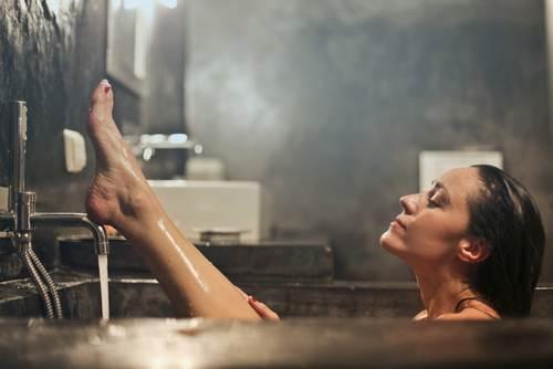увлажнение кожи с помощью ванн и кремов